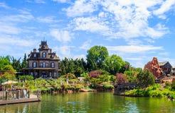 Phantom Manor spökade husritt i Disneyland Paris royaltyfria foton