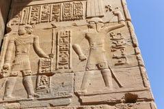 Pharaons avec Dieu sur le temple d'ISIS Philae à Assouan, Egypte Image libre de droits