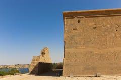 Pharaons avec Dieu sur le temple d'ISIS Philae à Assouan, Egypte Photos libres de droits