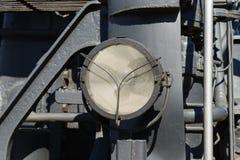 Phare électrique superficiel par les agents d'une locomotive à vapeur electrical images libres de droits