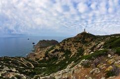 Phare au capo Sandalo sur la côte ouest de l'île de San Pietro, Sardaigne Photos libres de droits