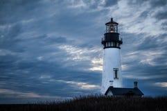 Phare au crépuscule sur la côte de l'Orégon image libre de droits