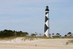 Phare au-dessus des dunes photographie stock libre de droits