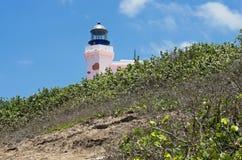 Phare d'Arecibo de point de repère placé sur des promontoires Images stock
