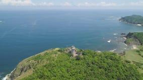 Phare dans l'engano de cap Philippines, île de Palaos banque de vidéos