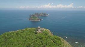 Phare dans l'engano de cap Philippines, île de Palaos clips vidéos