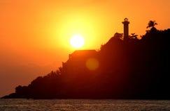 Phare dans le coucher du soleil - Mexique images stock