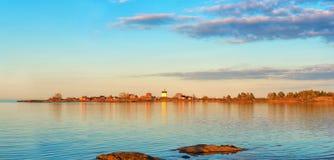 Phare dans le coucher du soleil, panorama Photographie stock