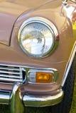 Phare dans le mini véhicule rouge de cru de l'Angleterre Images libres de droits