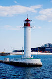 Phare dans le port maritime d'Odessa, Ukraine Photographie stock