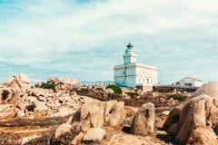 Phare dans le Testa de capo en Santa Teresa Gallura Sardinia Italy photos libres de droits