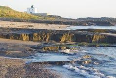 Phare de Bamburgh, plage de Bamburgh northumberland photographie stock