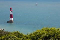 Phare de cap Bévésiers dans le Sussex est image libre de droits