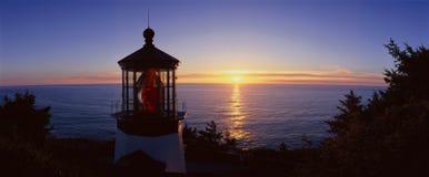 Phare de Meares de cap au coucher du soleil, cap Meares, Orégon Image libre de droits