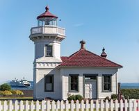 Phare de Mukilteo avec Washington Ferry dans Puget Sound Image libre de droits