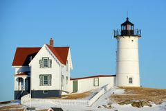 Phare de Neddick de cap, vieux village de York, Maine Image stock