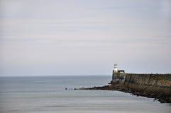 Phare de port Photographie stock libre de droits