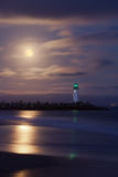 Phare de port de Santa Cruz par nuit Photographie stock