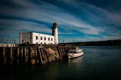 Phare de Scarborough et embarcation de plaisance Photographie stock libre de droits