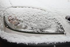 Phare de véhicule sous la neige Images stock