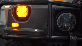 Phare de voiture de SUV banque de vidéos