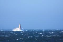 Phare en mer à la ville de Simons Photos libres de droits