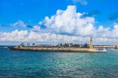 Phare en mer l'Alexandrie dans l'almontazah de l'Egypte photographie stock