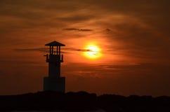 Phare et coucher du soleil Photographie stock libre de droits