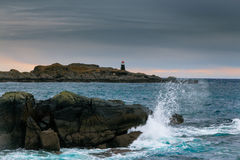 Phare et vague Images libres de droits