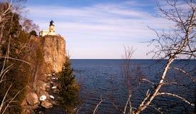 Phare fendu le lac Supérieur Minnesota Etats-Unis de roche Photographie stock