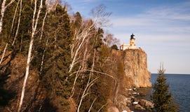 Phare fendu le lac Supérieur Minnesota Etats-Unis de roche Photographie stock libre de droits