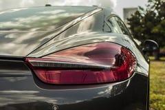 Phare haut étroit de tir d'extrémité de Porsche Cayman Scène urbaine photos libres de droits