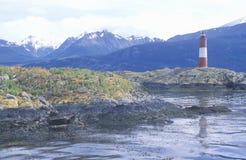 Phare historique de Les Euclaires aux îles de ponts et à la Manche de briquet, Ushuaia, Argentine photo stock