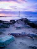 Phare par le rivage Photos stock