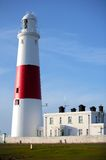 Phare rouge et blanc principal sur Portland près de Weymouth dans Dorse photographie stock libre de droits