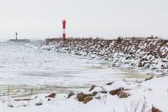 Phare sur la baie en hiver Photos libres de droits