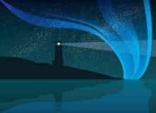 Phare sur la roche avec la mer et la lumière du nord Landsca de nuit Photos libres de droits