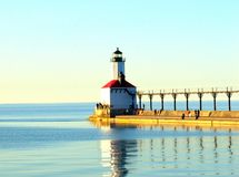 Phare sur le bord de mer, Michigan Images libres de droits