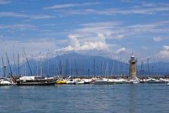 Phare sur le policier de lac, Italie Images libres de droits