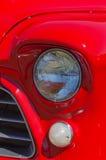 Phares américains rouges de camion de vintage photographie stock libre de droits