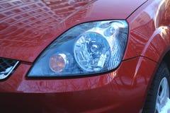 Phares d'un véhicule rouge Photos libres de droits