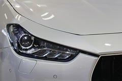 Phares de LED sur la voiture exlusive de sport de luxe moderne italien Photographie stock libre de droits