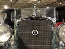 Phares et gril sur Cadillac Image stock
