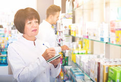Pharmaceutist working in chemist shop Royalty Free Stock Images