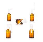 pharmacie Médicament de jet de gorge dans la bouteille en verre d'isolement sur le wh Photo stock