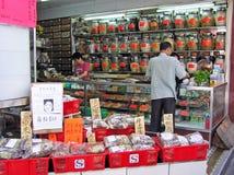 Pharmacie pour la médecine de chinois traditionnel dans Kowloon photos stock
