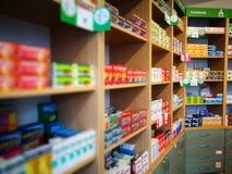 pharmacie Regard artistique dans des couleurs vives de vintage Images stock