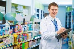 Pharmacien beau photo libre de droits
