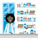 Pharmacien dans la pharmacie Photographie stock libre de droits