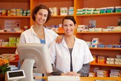 Pharmacien et technicien de pharmacie Photo libre de droits